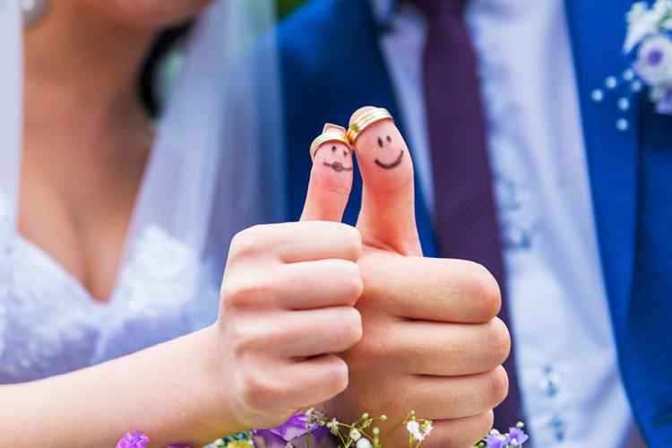 二人の親指とペアリング